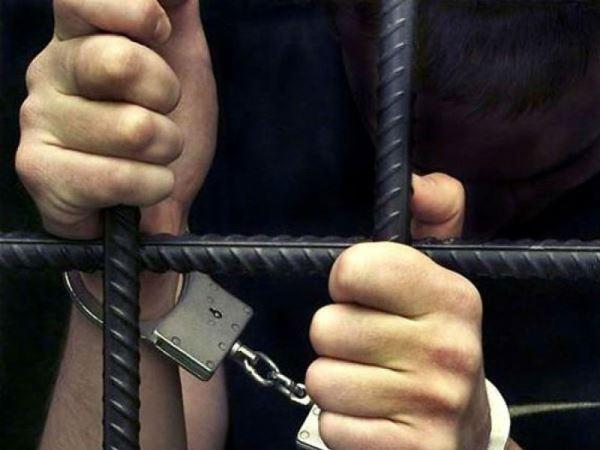 Житель Владикавказа проник в квартиру пенсионера, избил и ограбил его