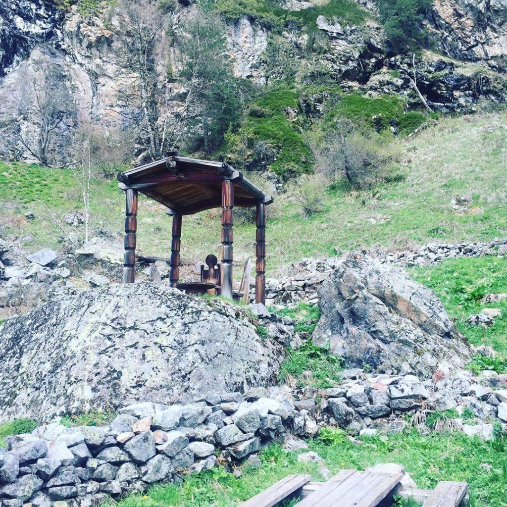 Туристка из Новосибирска посетила мужское святилище «Реком»